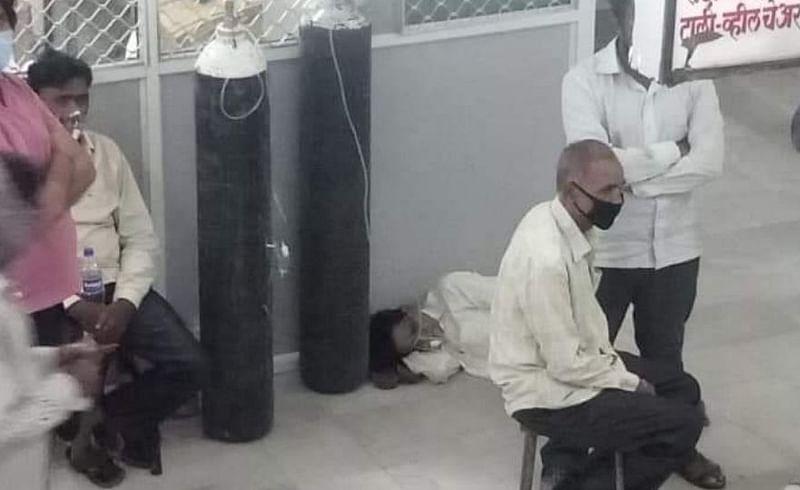 खाली जमिनीवरच झोपलेले रुग्ण
