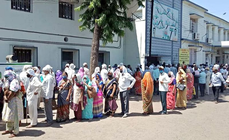 vaccination line