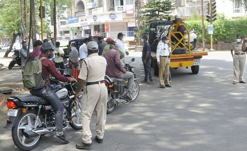 कोल्हापुरात बिअरबार, हॉटेल व्यावसायिकांवर पोलिसांची धडक कारवाई