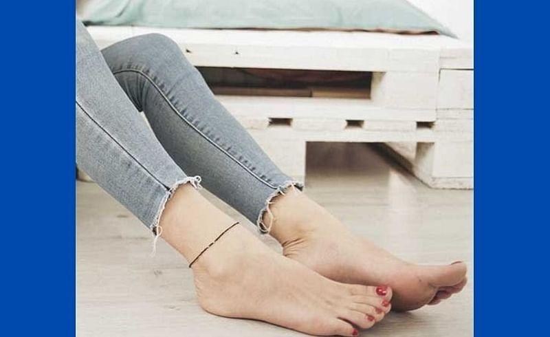 टैनिंग ने पाय काळे झाले आहेत!  या घरगुती उपायाने काही मिनिटात पायाची त्वचा होईल उजळ