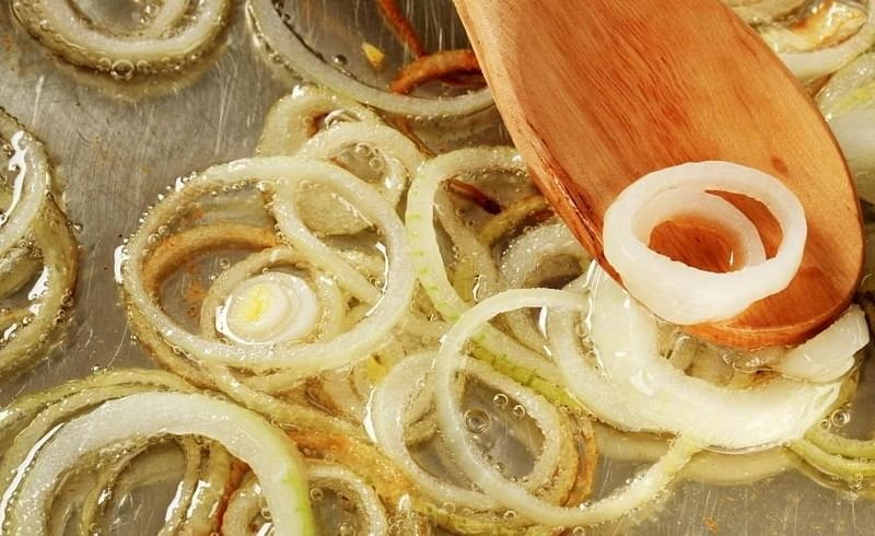 भाजलेल्या कांद्यापासुन ते रायता बनवण्यापर्यंत; जाणून घ्या कुकिंगच्या काही ट्रिक्स