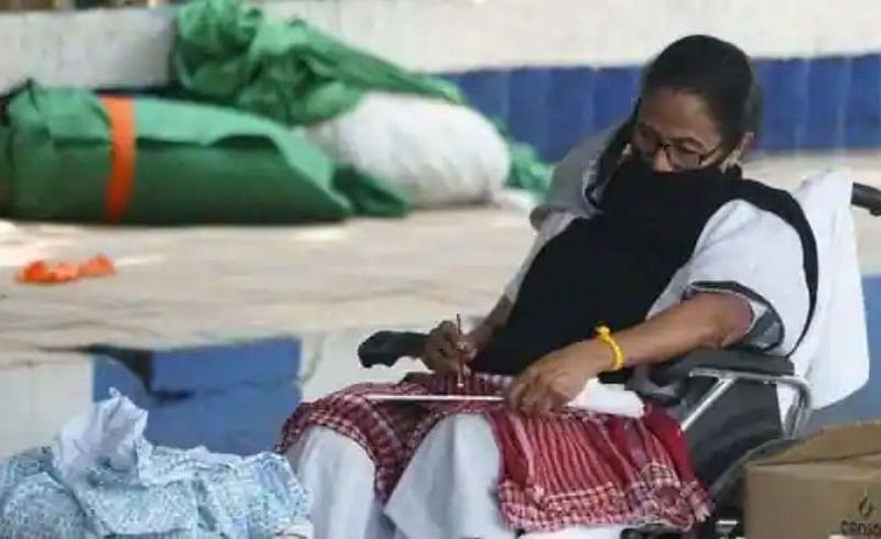 Mamata Banerjee stages dharna in Kolkata