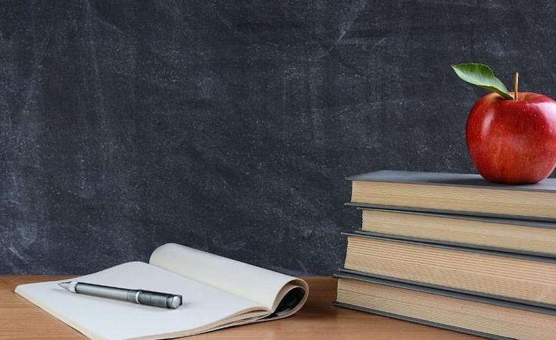 शिक्षकांच्या मुलांना मोफत शिक्षणातून वगळले; राज्य सरकारने केली निर्णयात दुरुस्ती