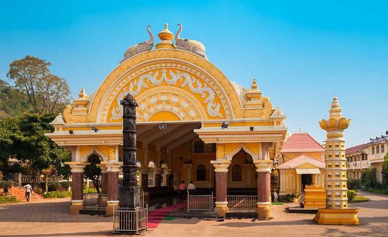 गोव्यात सुट्टी एन्जाॅय करताय ! या मंदिरांना आवश्य भट द्या