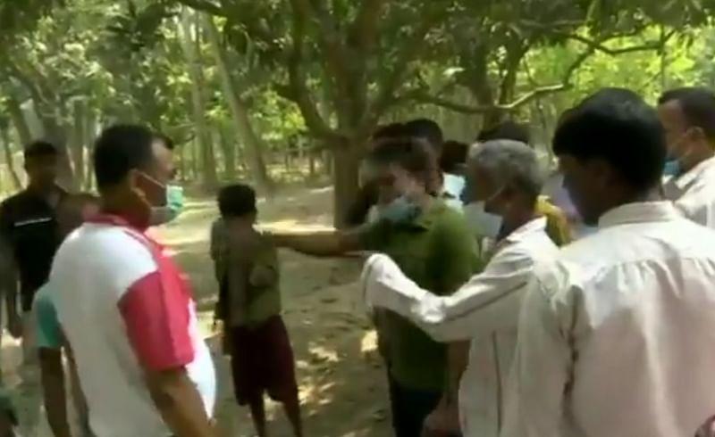 West Bengal - पोलिंग बुथवर भाजप-तृणमूलचे कार्यकर्ते भिडले