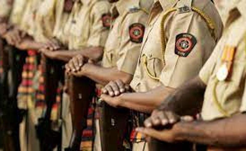 अकोल्यातील पाच पोलिसांना महासंचालकांचे बोधचिन्ह