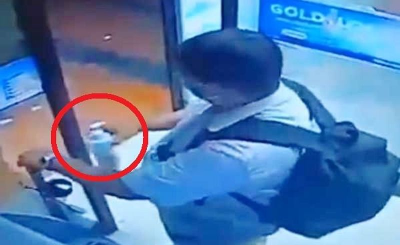 सुधरणार नाहीत! चक्क ATM मधून सॅनिटायझरच चोरलं, Viral Video
