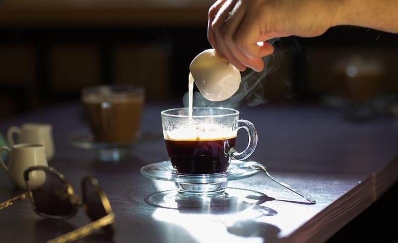 काही मिनिटांत घरी बनवा अदरक कॉफी, सर्दी व कफला लावा पळवून