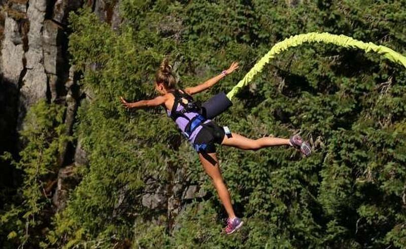 Enjoy bungee jumping in Goa