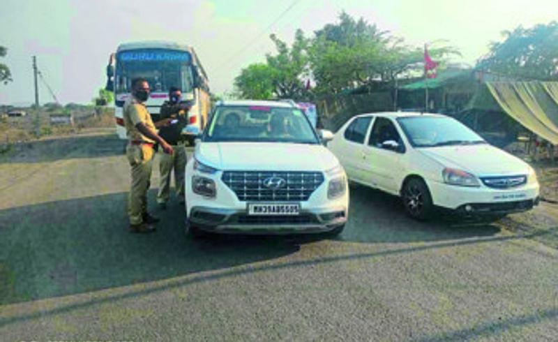 police checking on Maharashtra-Gujarat border