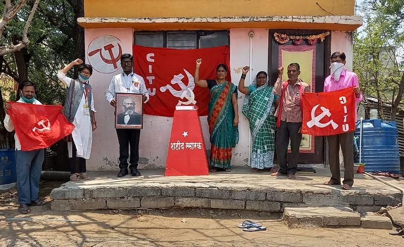 महाराष्ट्र दिना निमित्ताने नांदेड सीटू कार्यालयात शहिद क्रांतिकारकांना अभिवादन !