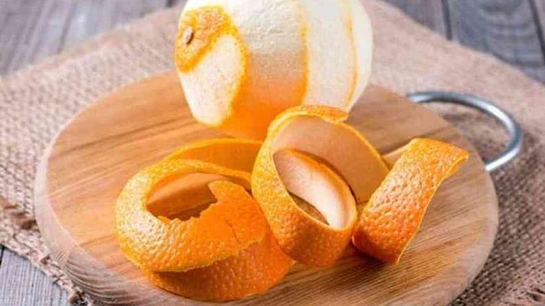 संत्र्याची साल :  दिवसातून एकदा संत्र्याच्या सालीने चामखीळीची जागा घासून घ्या. त्यानंतर हळूहळू चामखीळ आपला रंग बदलून, गडद होईल आणि सुमारे तीन आठवड्यांत आपोआप पडून जाईल.