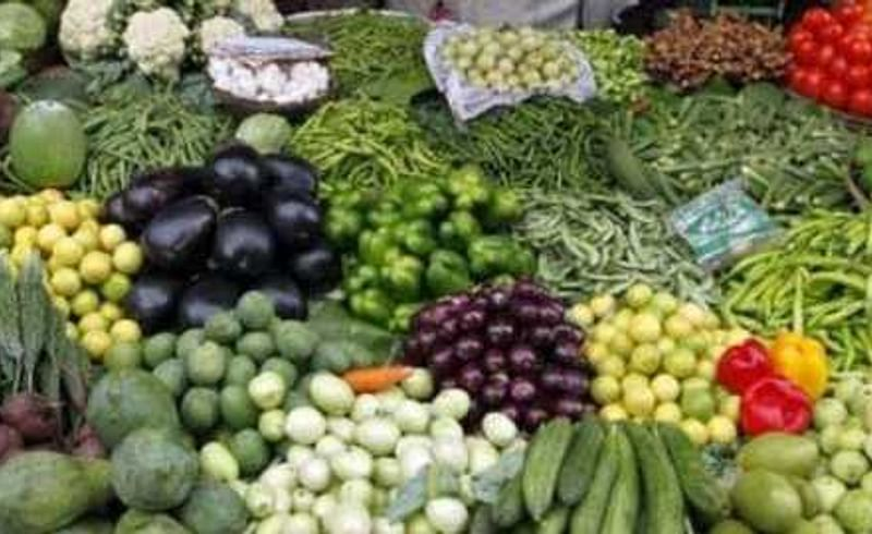 Green chillies tomatoes cheaper by ten rupees