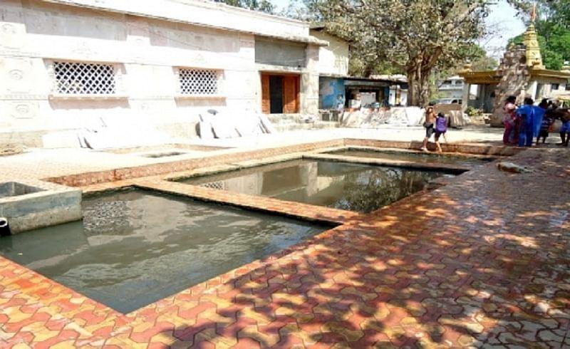 महाराष्ट्रातील 'या' जिल्ह्यांमध्ये आहेत गरम पाण्यचें झरे...