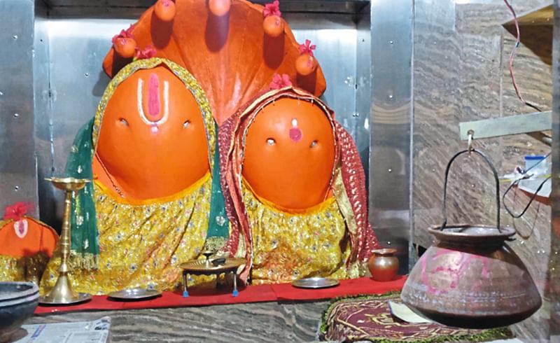 भगवान नृसिंहाची आकर्षक मूर्ती.