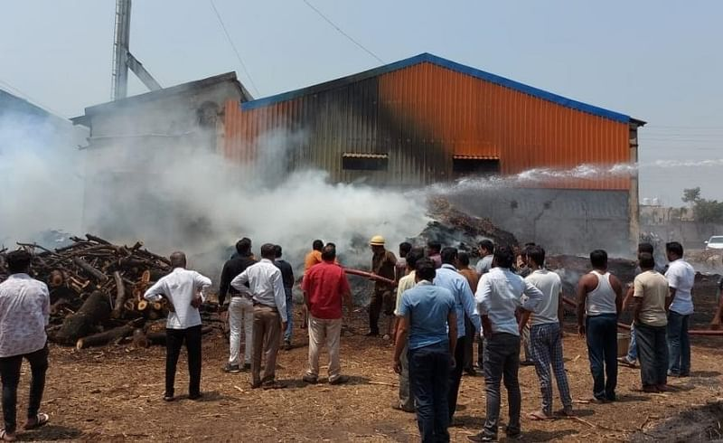 fire in sayzing bagyas and wood damages in fire rupees 10 lakh in kolhapur
