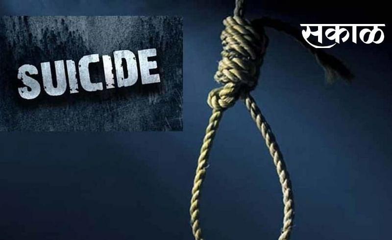 A senior officer from Chhattisgarh committed suicide by hanging himself in a lodge in Nagpur