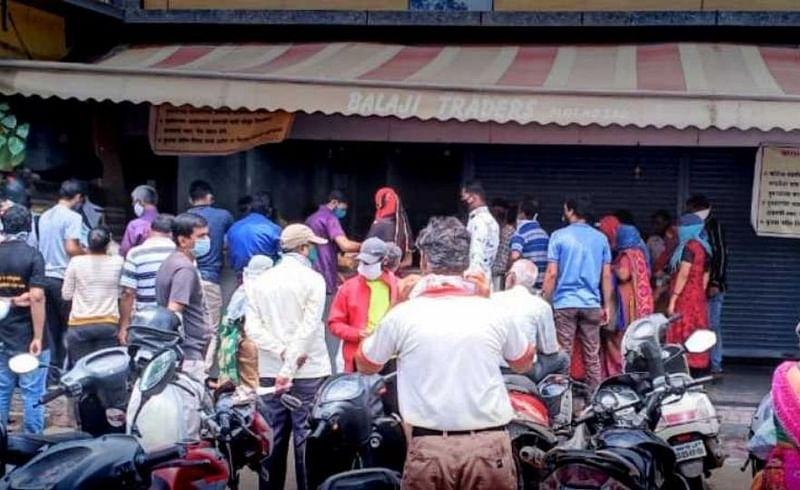 lockdown fear market shop crowd grocery