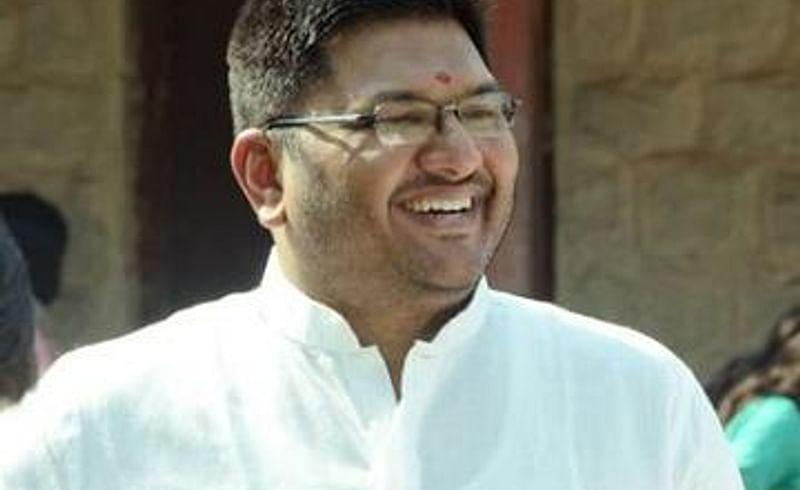 Minister Prajakt Tanpure criticizes Nilesh Rane