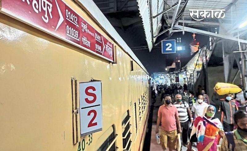 mahalaxmi express started in kolhapur rail marathi news