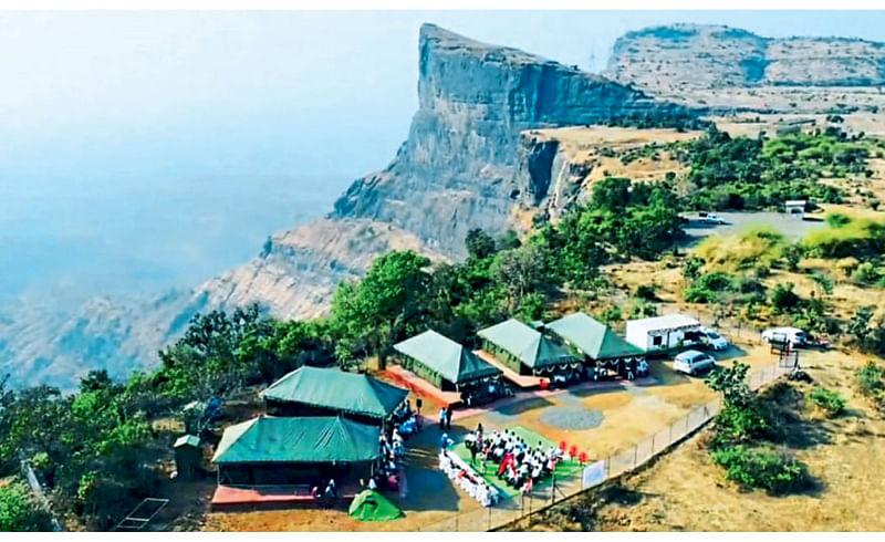 नाणेघाट (ता. जुन्नर) - वनविभागाने उभारलेले जंगल कॅम्प हाउस.