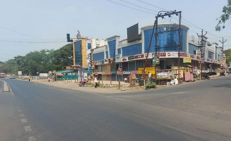 Spontaneous response to the weekend lockdown at Talegaon station