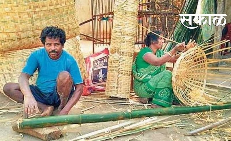 Bamboo workers not getting bamboos from forest department in Wardha