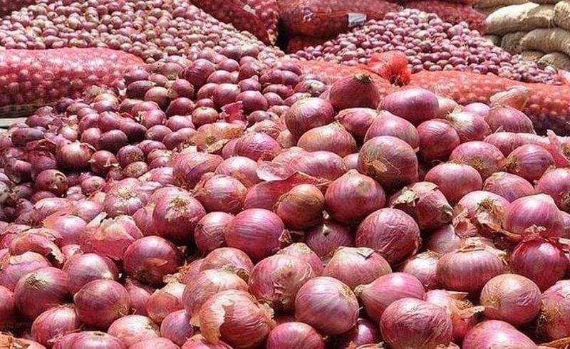 Onion prices fell in Yeola Nashik Marathi Agricultural news
