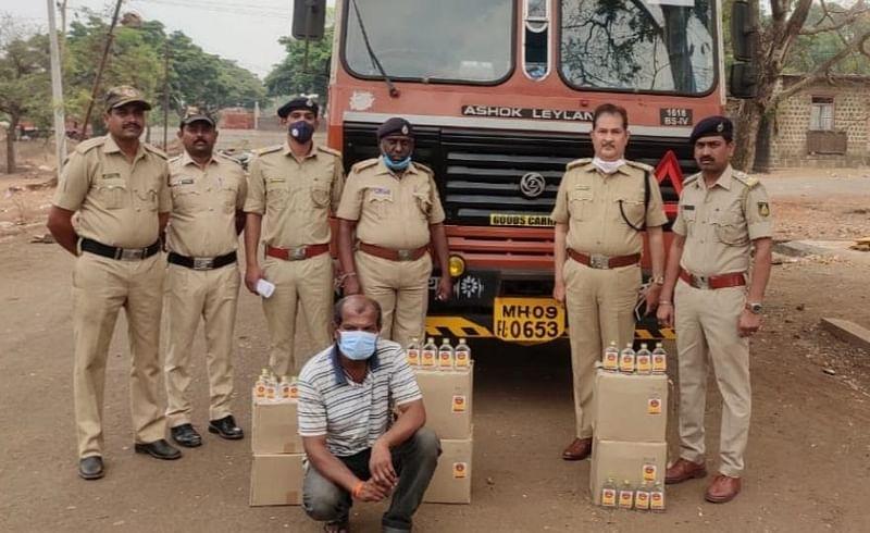 illegal alcohol rupees 4 lakh found in nipani sankeshwar belgaum road