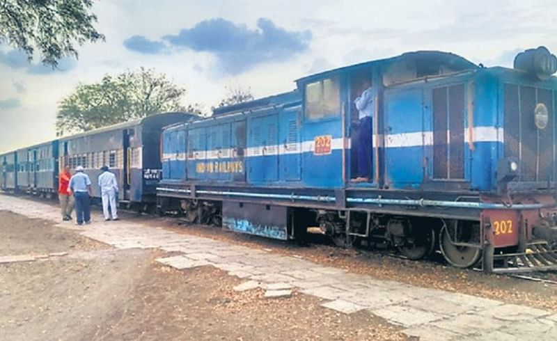 akola news For 103 years, the railway line of Shakuntala has been with the British