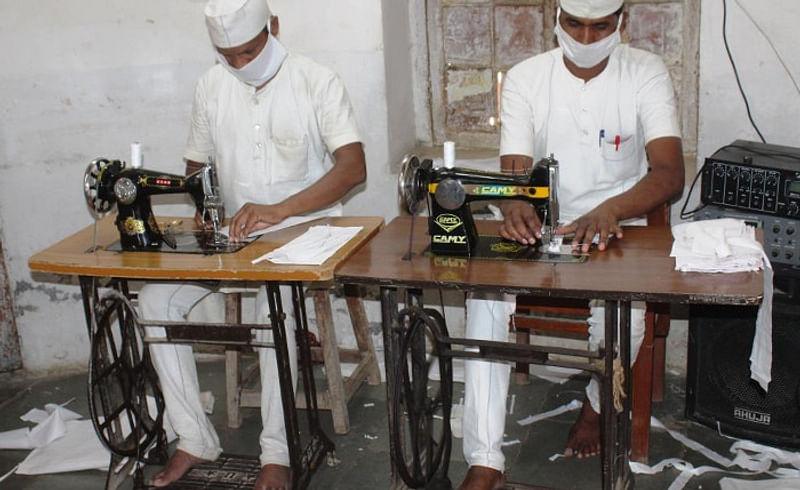 Akola Prison makes Mask