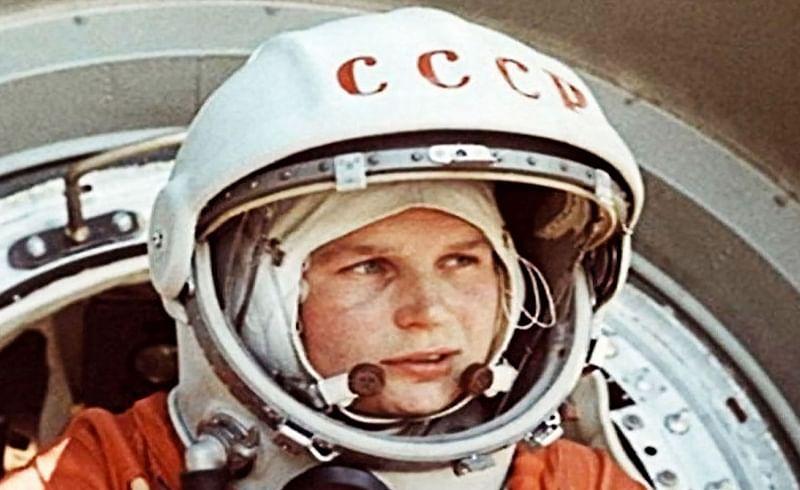 चंद्रावर पाऊल ठेवणारा सर्वात पहिला मानव कोणता हे जर कोणी आपल्याला विचारलं तर एका क्षणाचाही विचार न करता आपण नील आर्मस्ट्राँग (Neil Armstrong) हे उत्तर देऊ. मात्र अंतराळात (Space) भ्रमण करणारा पहिला अंतराळवीर कोण हे तुम्हाला माहितीये का? चला तर मग आज जाणून
