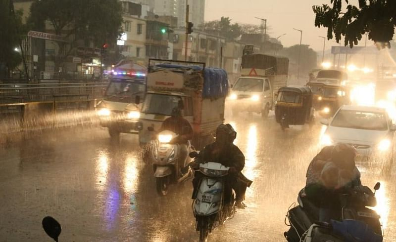 Heavy rain with thunderstorms in Pune