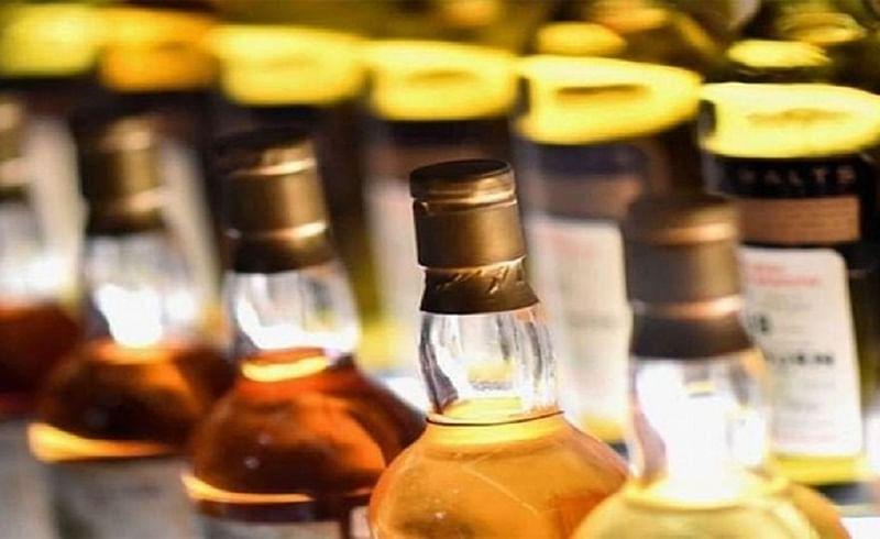 Illegal liquor seized at Amboli Ghat nashik marathi news