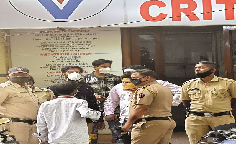 relatives of dead patient damaged hospital as demand for money in Nagpur