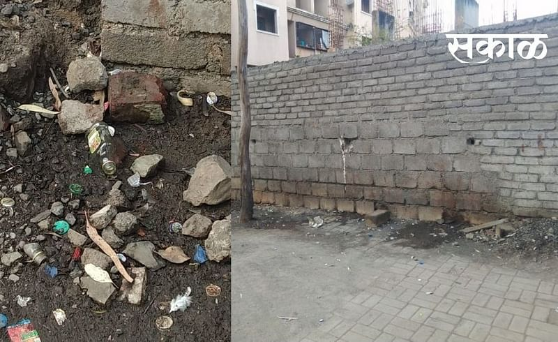. The site wall of Rajmata Udyan became a hangout for alcoholics