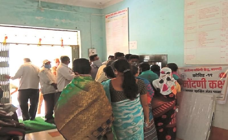 Vaccination crowd at Bagni Health Center; Officer absent