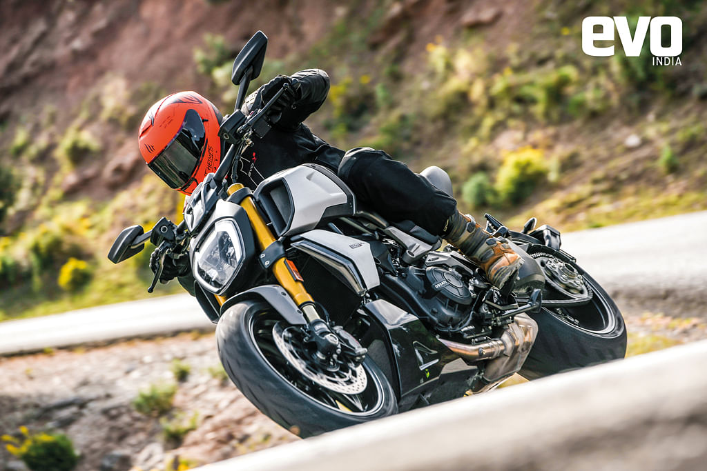 The Ducati Diavel 1260 S looks stunning, doesn't it? This isa motorcycle that combines otherworldly performance with great handling in arather unique looking package