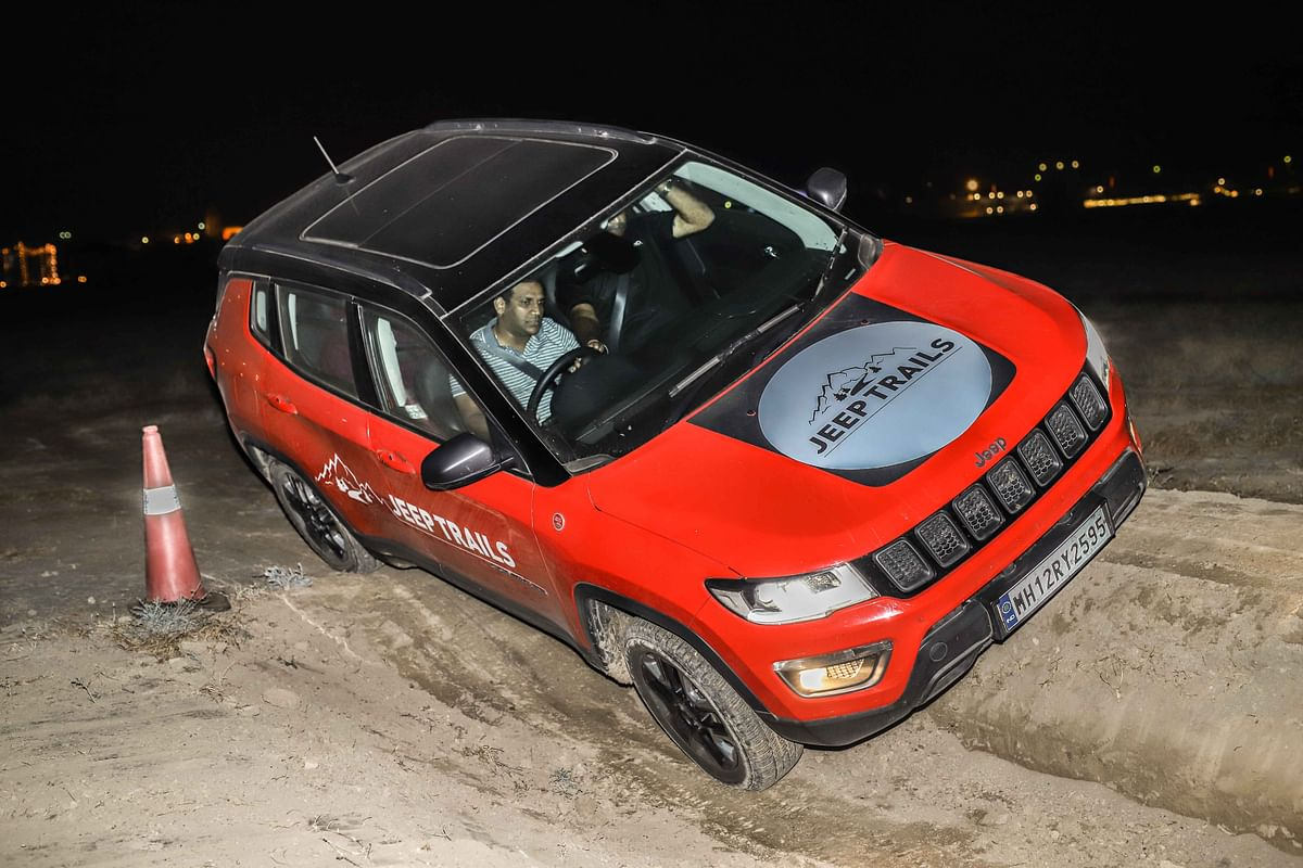 Jeep Compass Trailhawk fighting the off-road hurdle course