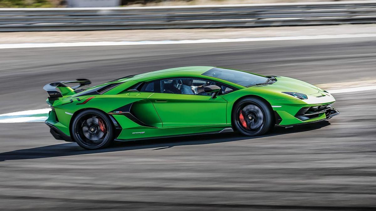 Lamborghini Aventador SVJ vs McLaren 600LT - hardcore track coupes compared
