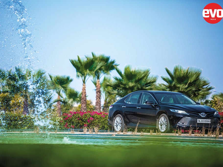 Toyota Camry Hybrid – Bridging the gap between ICE cars pure EVs