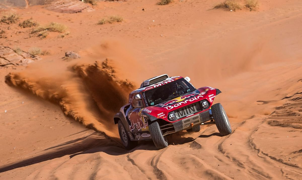 2020 Dakar: Carlos Sainz charges ahead to win stage 3, Honda's Ricky Brabec takes the win for the bikes at Neom