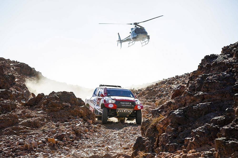2020 Dakar: Giniel De Villiers charges ahead for the win in stage two, Ross Branch in top spot for the bikes