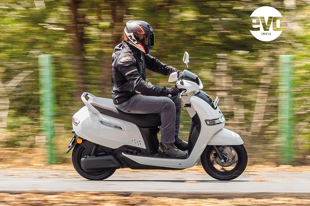 The first thing you notice is that the ergonomics are spot on and unlike other electric scooter manufacturers