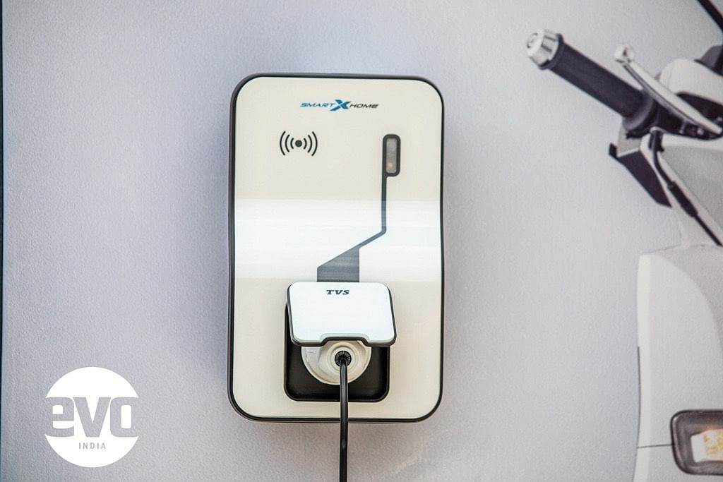 Charging unit for the iQube