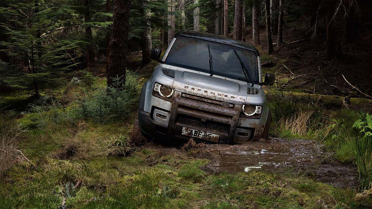 Land Rover Defender in slush