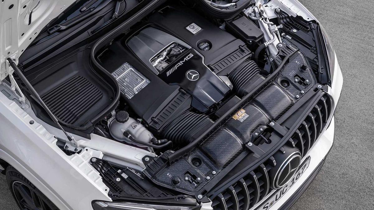 603bhp M196 hot-V V8 engine as found in the E63 S