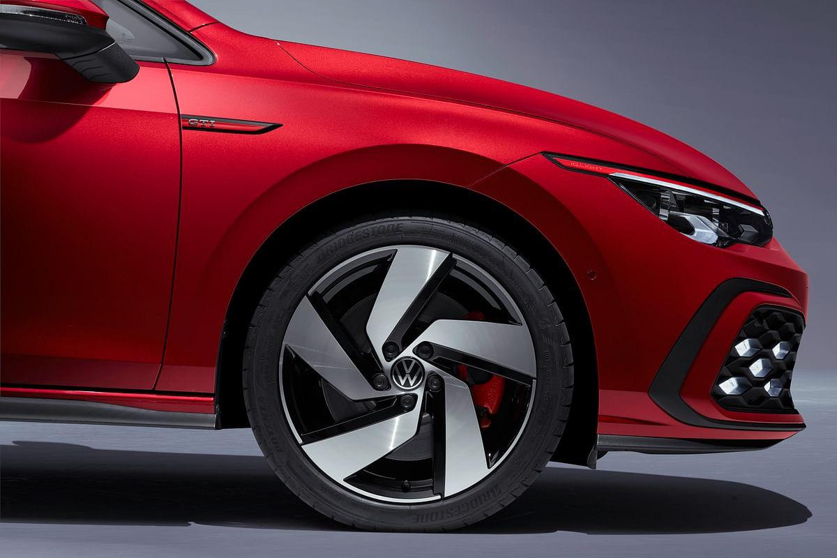 Volkswagen Golf GTI front-side