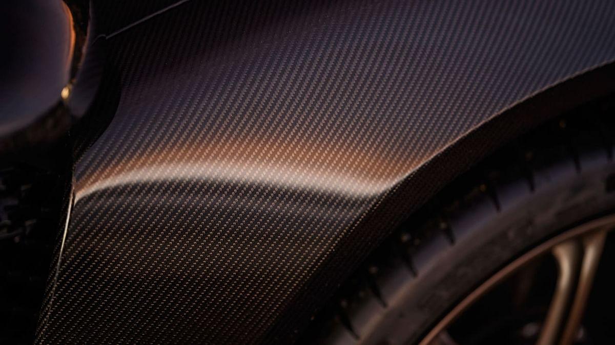 Carbon-fibre bodywork and wheel