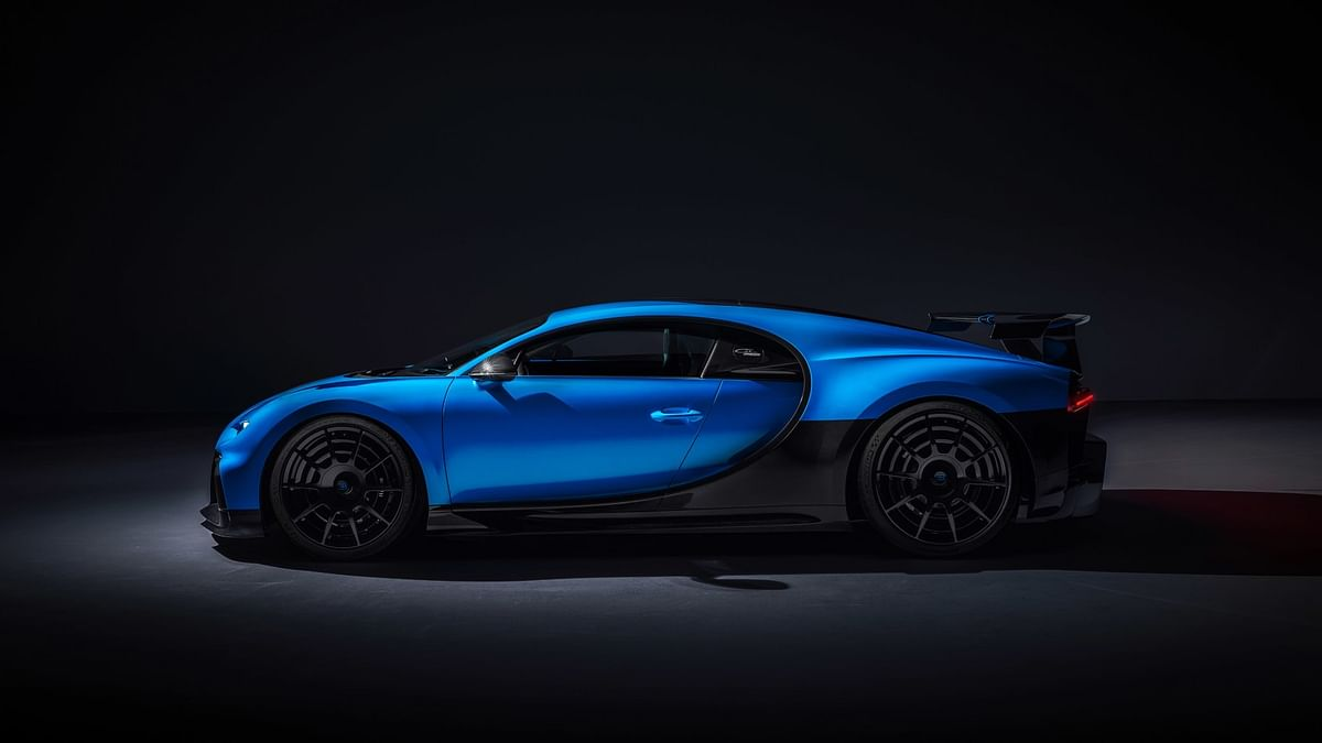 A model designed for corners, springs are now stiffer at the front and rear, thanks to a partnership with Michelin, it also gets bespoke 'Bugatti Sport Cup 2 R' tyres.